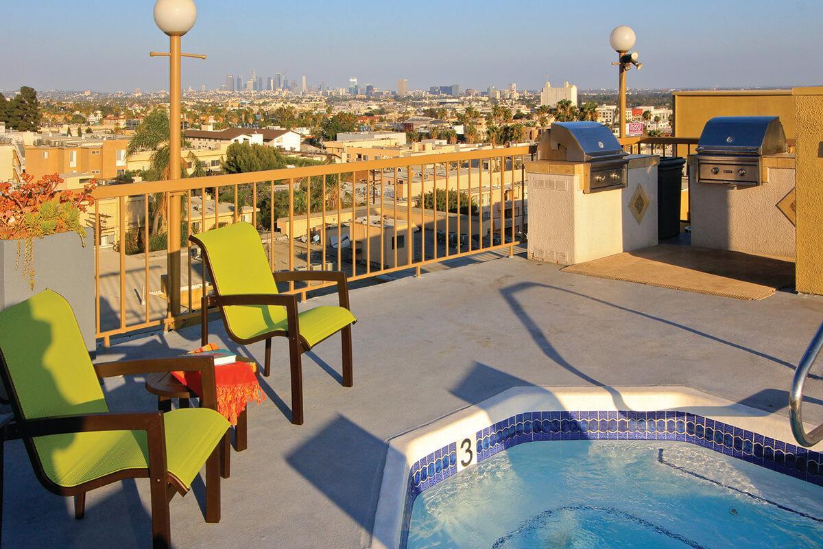Apartment Rentals Hollywood ext4